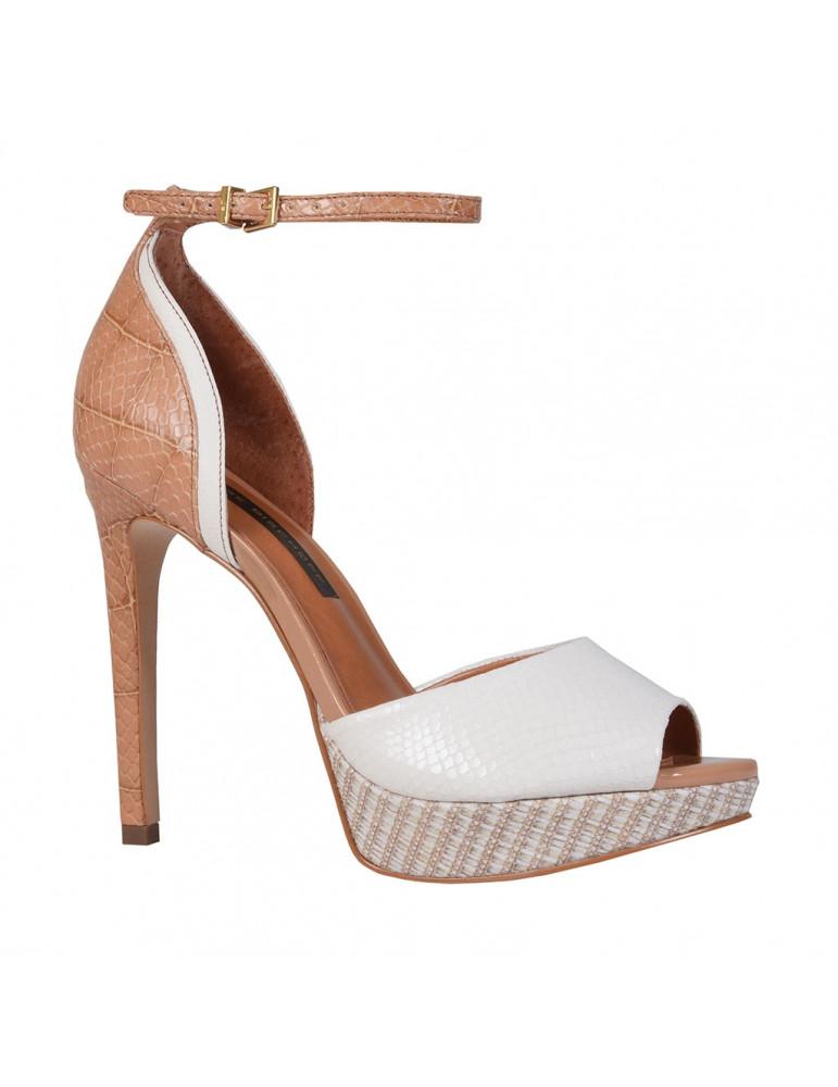 chaussure à talon avec lacets